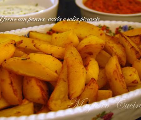 Ricetta patate al forno con panna acida e salsa piccante