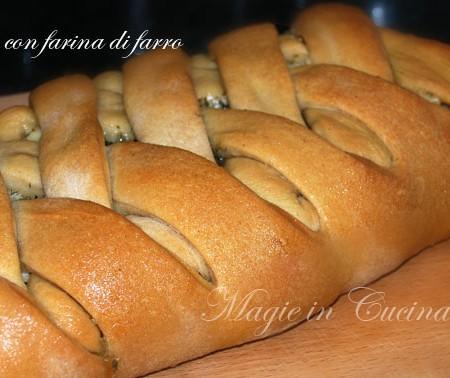 Pane con farina di farro e salsiccia